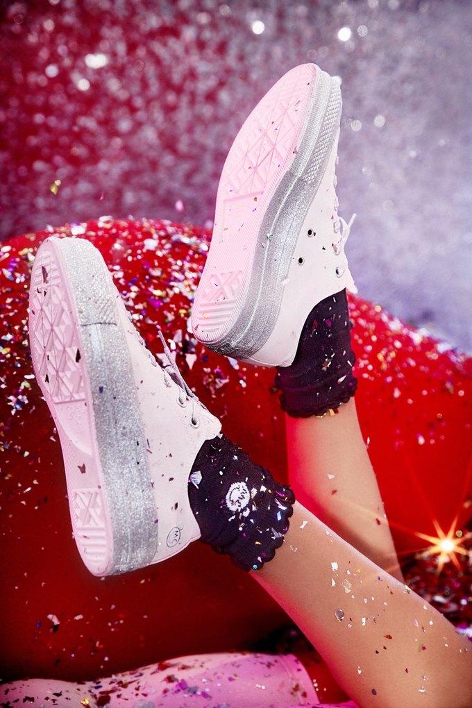 Майли Сайрус сделала кеды для Converse. Изображение № 9.