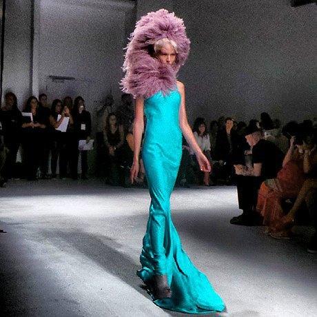 Главные показы  второго дня  Paris Fashion Week. Изображение № 5.