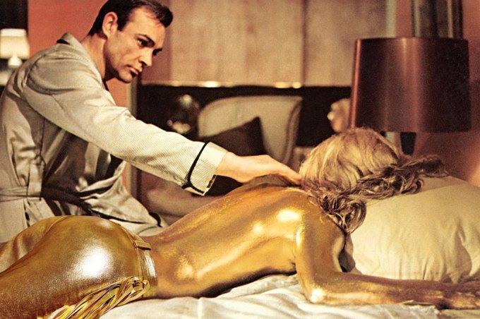 Ширли Итон в «Голдфингере». На ней брюки Just Cavalli. Изображение № 17.