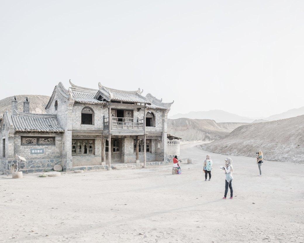 «Познавая мир»: Туристы  в китайской пустыне. Изображение № 4.