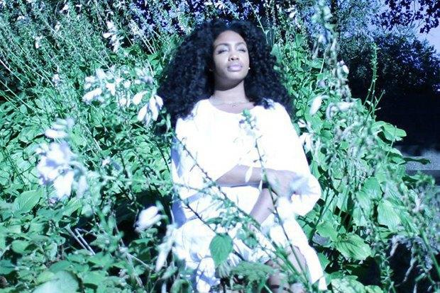 За кем следить:  американская  певица SZA. Изображение № 1.