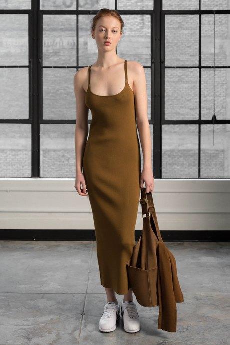 С чем носить  платья-комбинации:  8 модных образов. Изображение № 3.