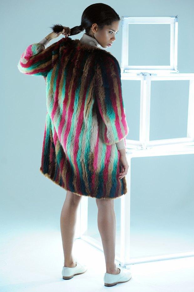 Ревизия: Теплые шубы  из цветного меха. Изображение № 3.