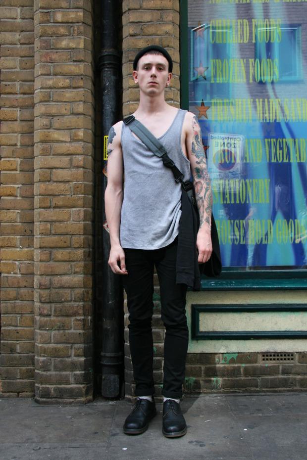 Шапки, татуировки и драгметаллы на жителях Лондона. Изображение № 10.
