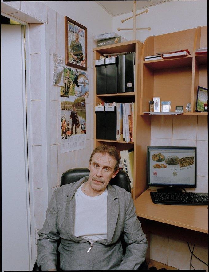 Сотрудники ГУМа в лукбуке «Секции». Изображение № 24.