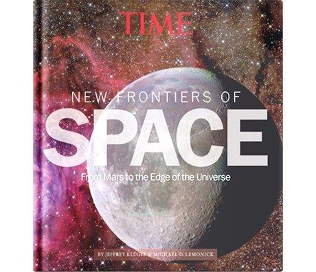 Земля в иллюминаторе: Захватывающие книги  и альбомы о космосе. Изображение № 5.