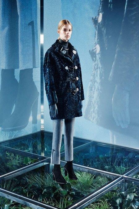 Крупная вязка и монохром в новой коллекции Balenciaga. Изображение № 10.