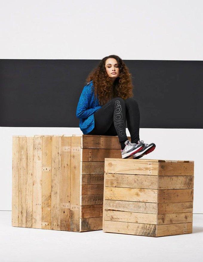 Новый лукбук Adidas Originals — в стиле вогинг. Изображение № 11.