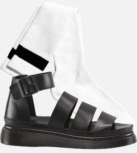 Как это носить: Босоножки, клоги и лодочки с носками. Изображение № 12.