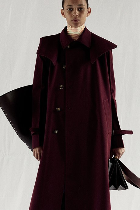 Новый лукбук Céline: Меховая обувь и идеальные костюмы. Изображение № 12.