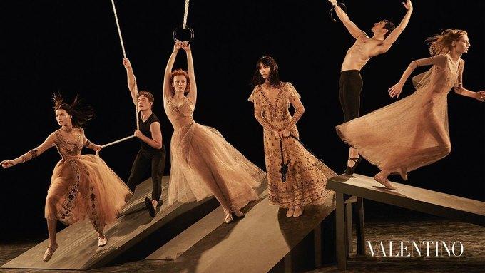 Valentino опубликовали рекламную кампанию, вдохновлённую балетом. Изображение № 1.
