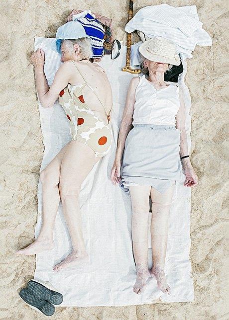 «Зона комфорта»:  Расслабленные люди на пляже. Изображение № 2.