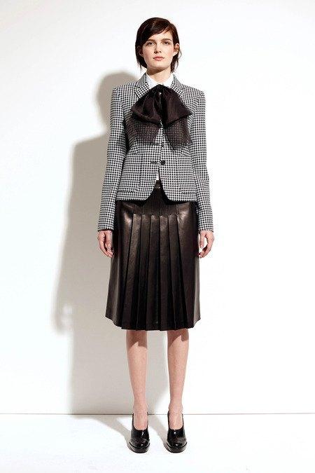 Пальто и костюмы в лукбуке новой коллекции Michael Kors. Изображение № 7.