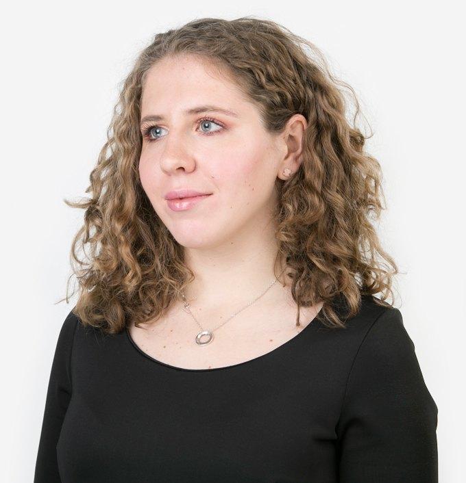 Журналистка Анна Савина о йоге и любимой косметике. Изображение № 1.