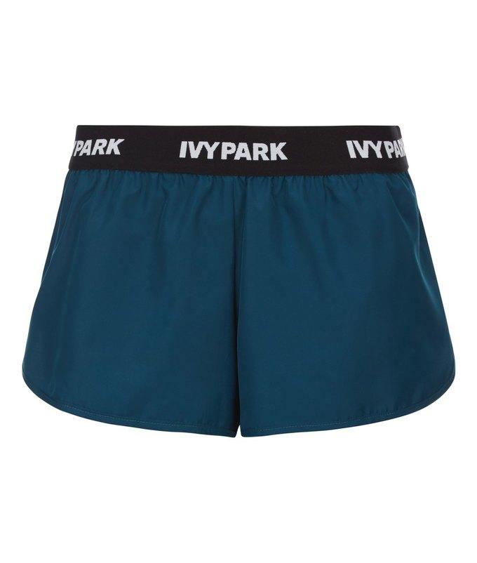 Одежда спортивной марки Бейонсе Ivy Park будет продаваться в России. Изображение № 48.