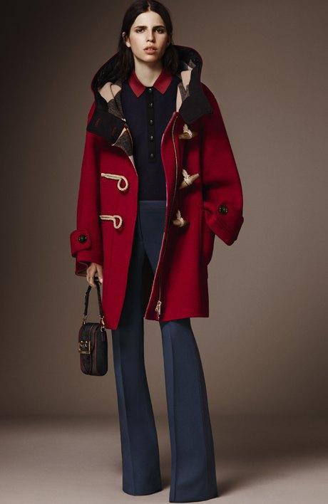 С чем носить объёмное пальто: 10 модных образов. Изображение № 6.