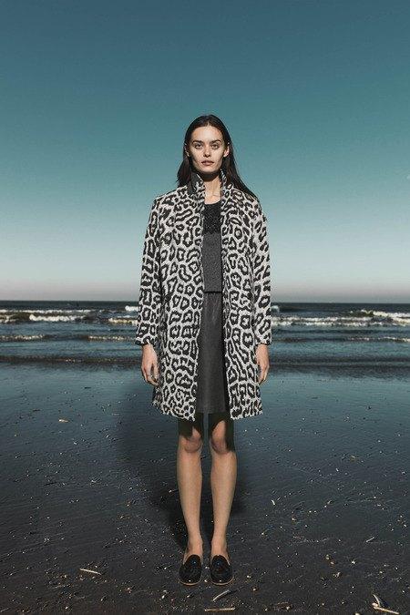 Леопардовые пальто и кружевные юбки в лукбуке Sea. Изображение № 5.