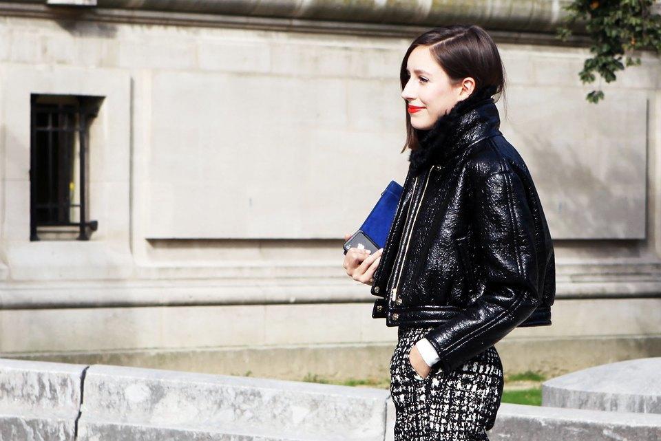 Лаковая кожа с чуть жилистой поверхностью перекликается с жилистым черно-белым принтом на брюках . Изображение № 11.
