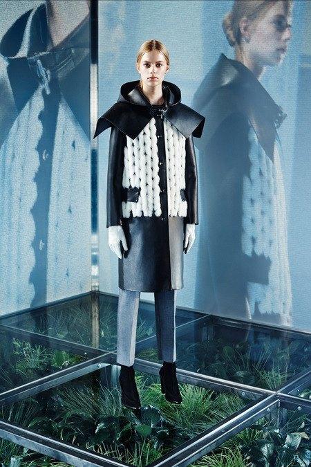 Крупная вязка и монохром в новой коллекции Balenciaga. Изображение № 8.