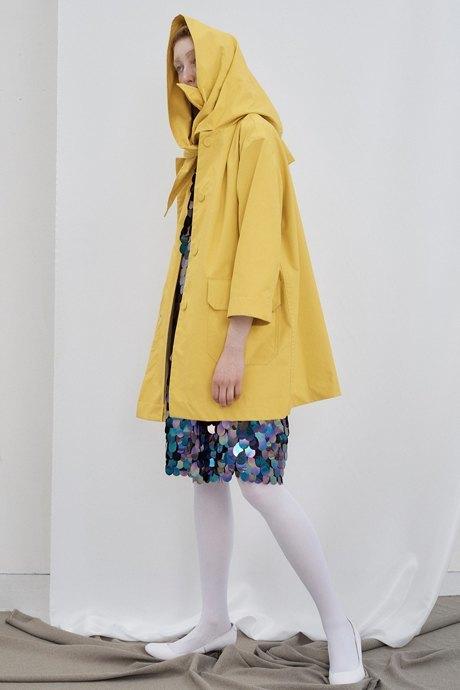Что носить летом: 10 образов со всеми оттенками жёлтого. Изображение № 6.