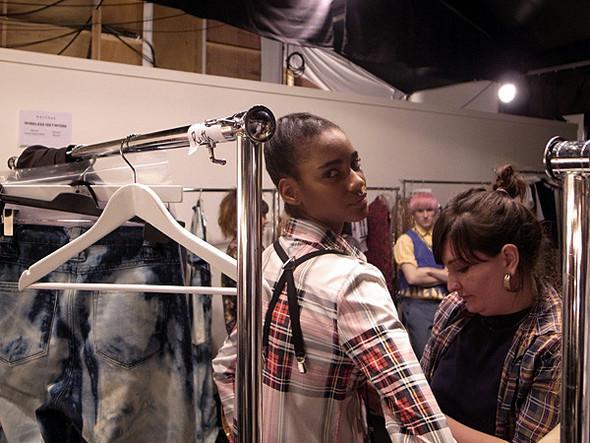 London Fashion Week: Бэкстейдж Danielle Scutt. Изображение № 15.