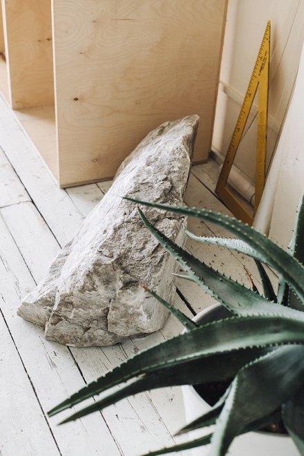 Дизайнер одежды Катя Яэмурд у себя в студии. Изображение № 11.