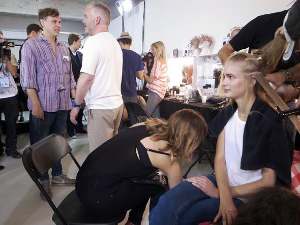 London Fashion Week: Репортаж с бэкстейджей House of Holland и Vivienne Westwood. Изображение № 2.