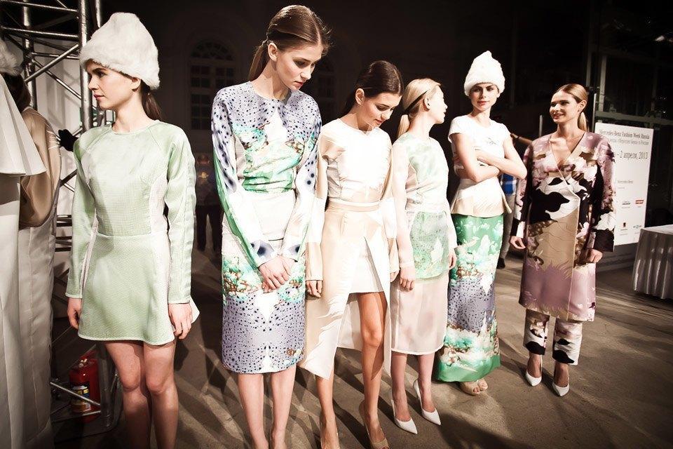 Репортаж: Летние платья  и меховые шапки Ruban FW13. Изображение № 24.