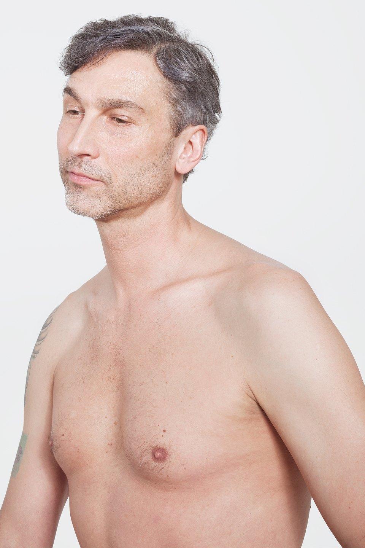 Голые и серьёзные:  Мужчины об отношении  к своему телу. Изображение № 23.