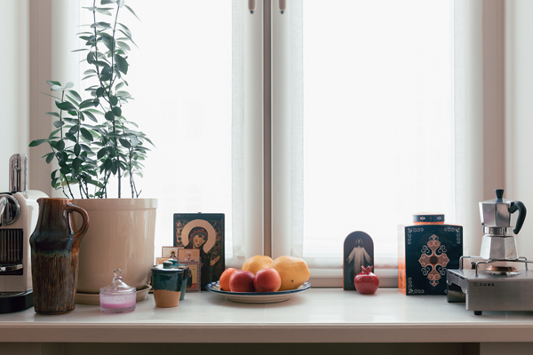 Дизайнер Linen Sky Инга Иванова у себя в гостиной. Изображение № 6.