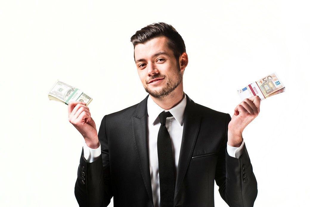 Ничто так не придает мужественности и уверенности в себе, как пачка евро в кармане. Изображение № 9.