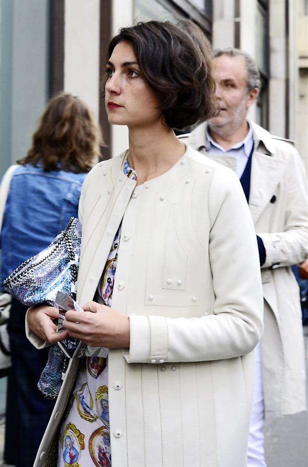 Десяток модников под зонтом, японец с двумя шарфами и другие гости Paris Fashion Week. Изображение № 14.