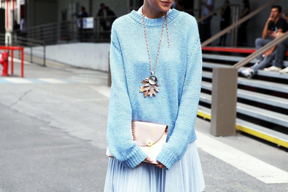 Голубой — один из самых популярных цветов сезона, и Элиза Налин сочетает между собой два его оттенка . Изображение № 20.
