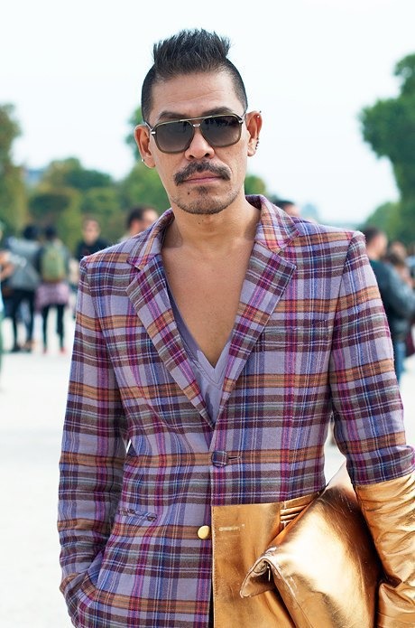 Клетка и кожа на гостях  Paris Fashion Week. Изображение № 8.