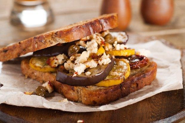Воскресный ланч: 5 рецептов горячих бутербродов. Изображение № 1.