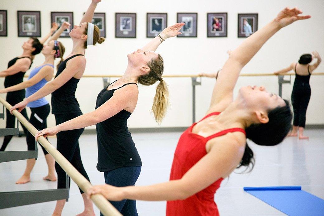 Никогда не поздно: Девушки о занятиях балетом вместо фитнеса. Изображение № 1.