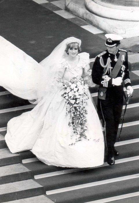 От платья-торта до джинсов: Как менялась свадебная мода. Изображение № 4.