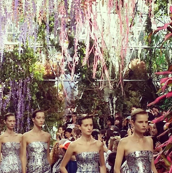 Главные показы  четвертого дня  Paris Fashion Week. Изображение № 3.