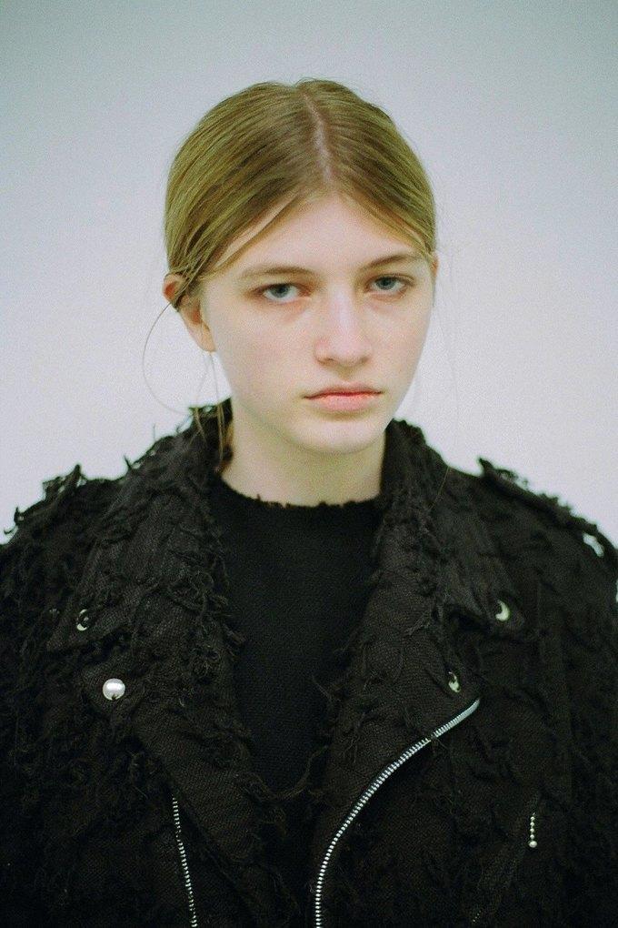 Джинсы цвета мяты и махровые куртки в лукбуке Faustine Steinmetz. Изображение № 6.