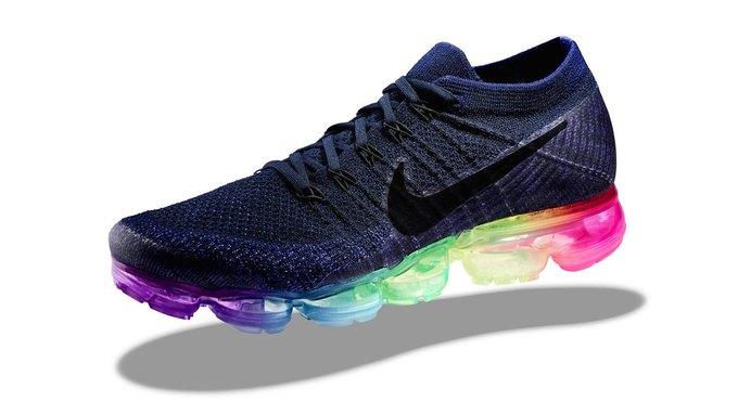 Nike и Converse представили коллекции  в поддержку ЛГБТ. Изображение № 10.