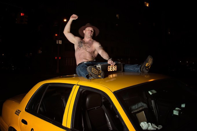 Нью-йоркские таксисты выпустили новогодний календарь. Изображение № 3.