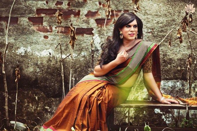 Дизайнер из Индии сняла трансгендеров  в рекламе сари. Изображение № 1.