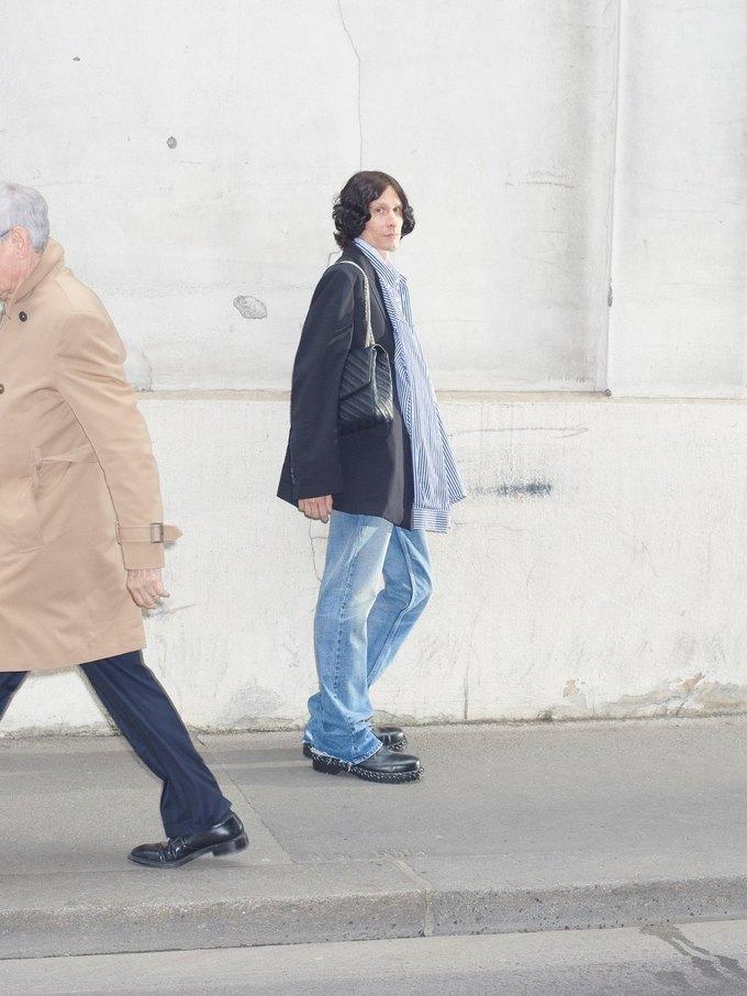 В новом лукбуке Balenciaga снялись обычные парижане. Изображение № 33.