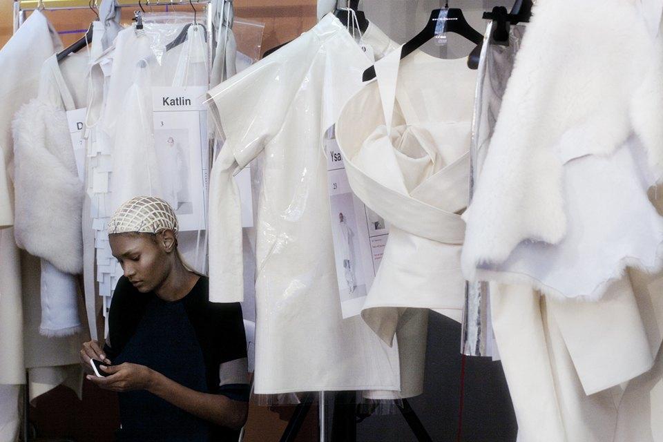 Paris Fashion Week FW 14:  Бэкстейдж показа  Gareth Pugh. Изображение № 9.