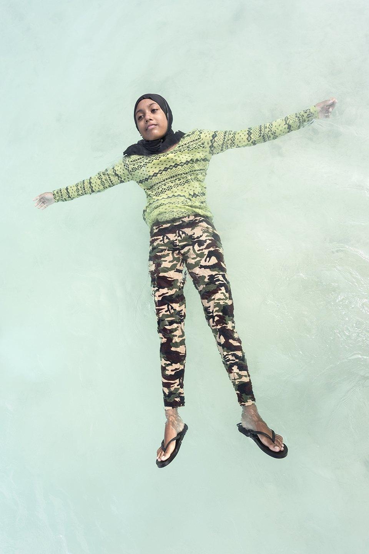 «Weightless»: Мальдивские девушки в океане, который скоро поглотит их страну. Изображение № 7.