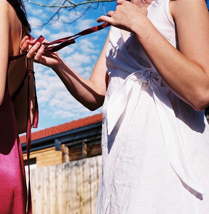 Австралийская марка Oats: Шёлковые блузы и платья  в стиле 70-х. Изображение № 2.