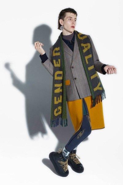 Acne напечатали феминистские слоганы  на мужских шарфах. Изображение № 1.