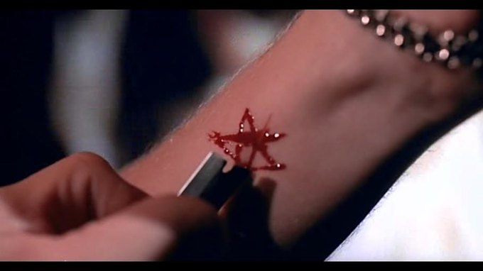 Что можно узнать  о стиле 90-х из фильма Грегга Араки «Нигде». Изображение № 43.