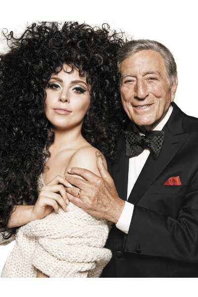 Леди Гага и Тони Беннетт веселятся на вечеринке в ролике H&M. Изображение № 1.