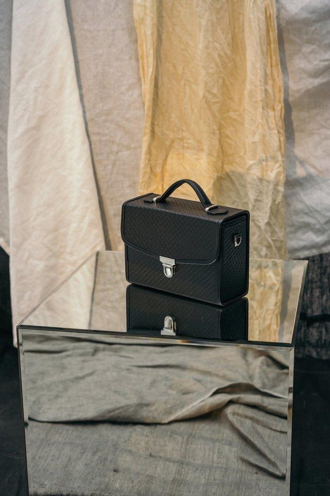 IMAKEBAGS показали новую коллекцию лаконичных сумок. Изображение № 10.